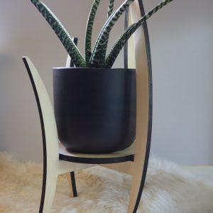 plantenstandaard of houten sokkel voor interieur objecten, design Peter Coucke