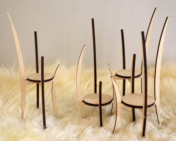 houten staander voor vaasje, kleine plantjes of interieur object, design Peter Coucke